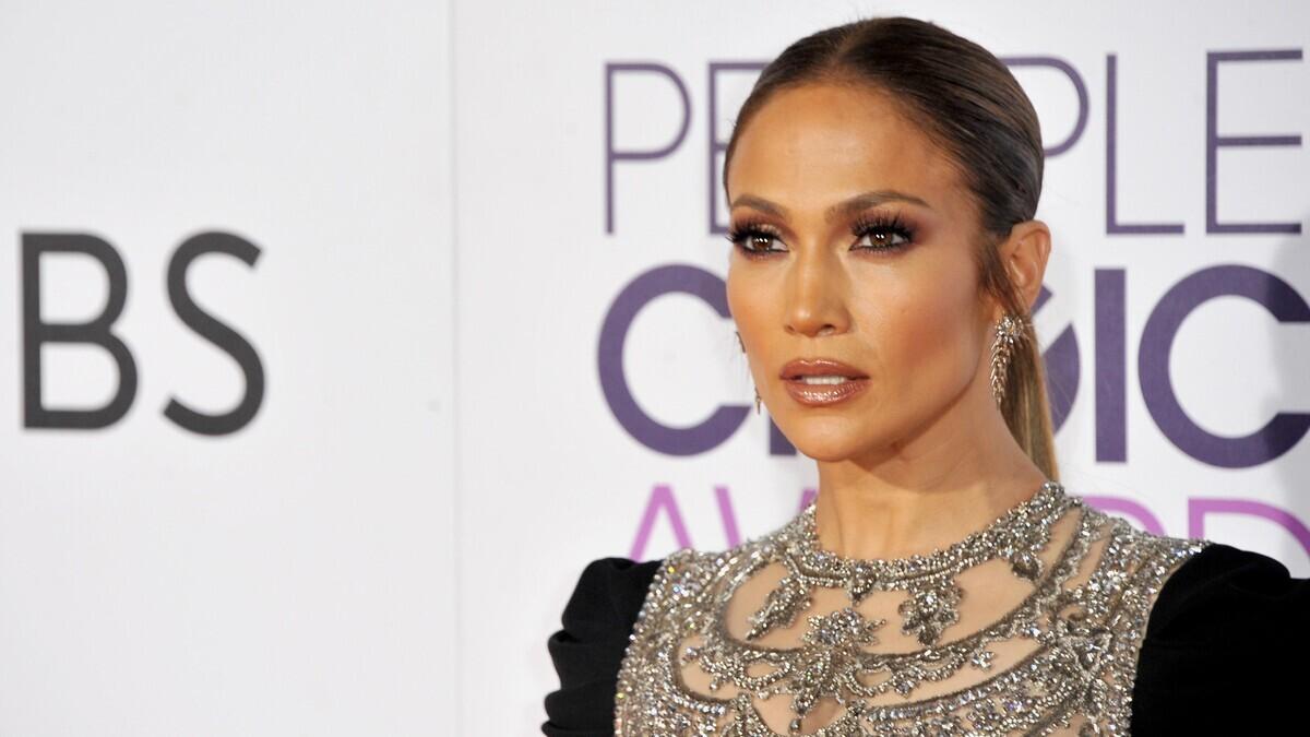 Лопес тоже человек: оплошность звезды на показе Dolce & Gabbana всколыхнула Сеть