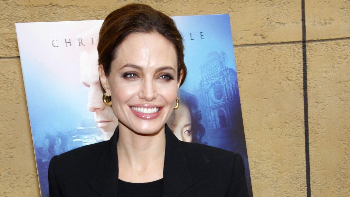 «Их дети близко общаются»: после развода с Питтом Джоли нашла утешение в компании женщины