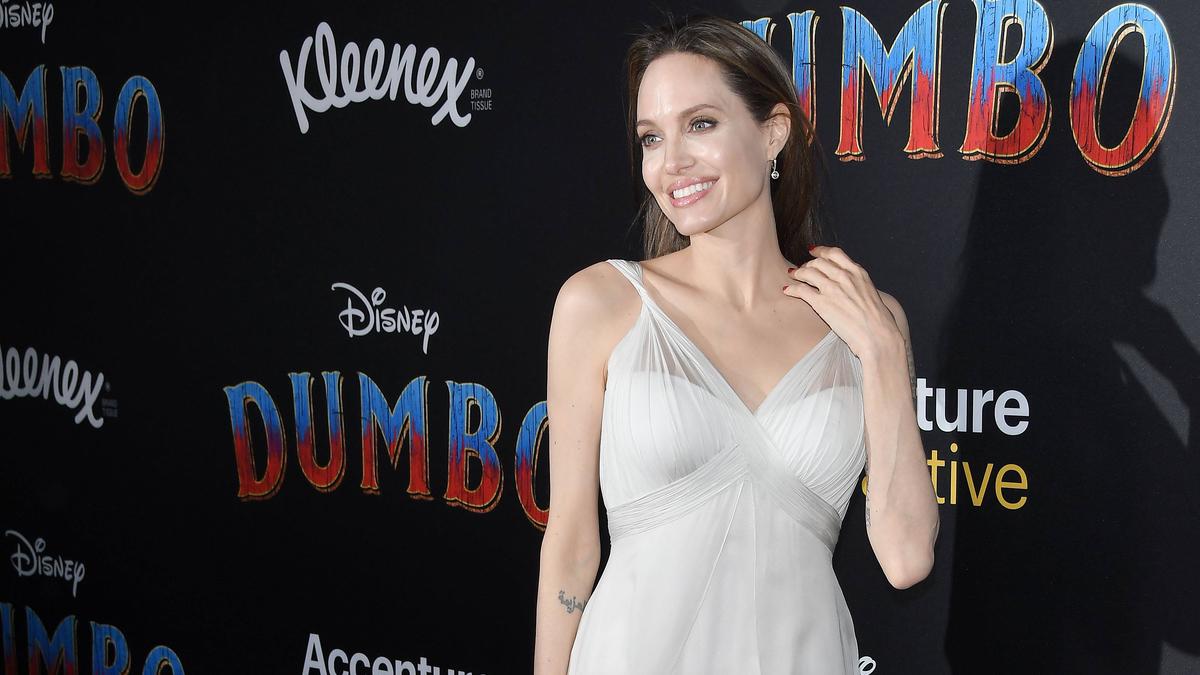 Интригующе: Анджелина Джоли познакомила сына с бывшим мужем Джонни Ли Миллером