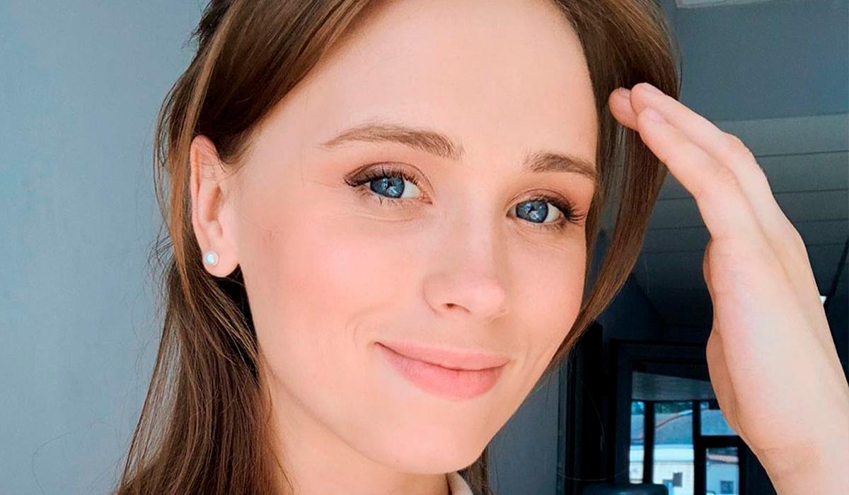 «Какие красивые»: звезда «Сватов» Анна Кошмал впервые показала мужа после трех лет брака
