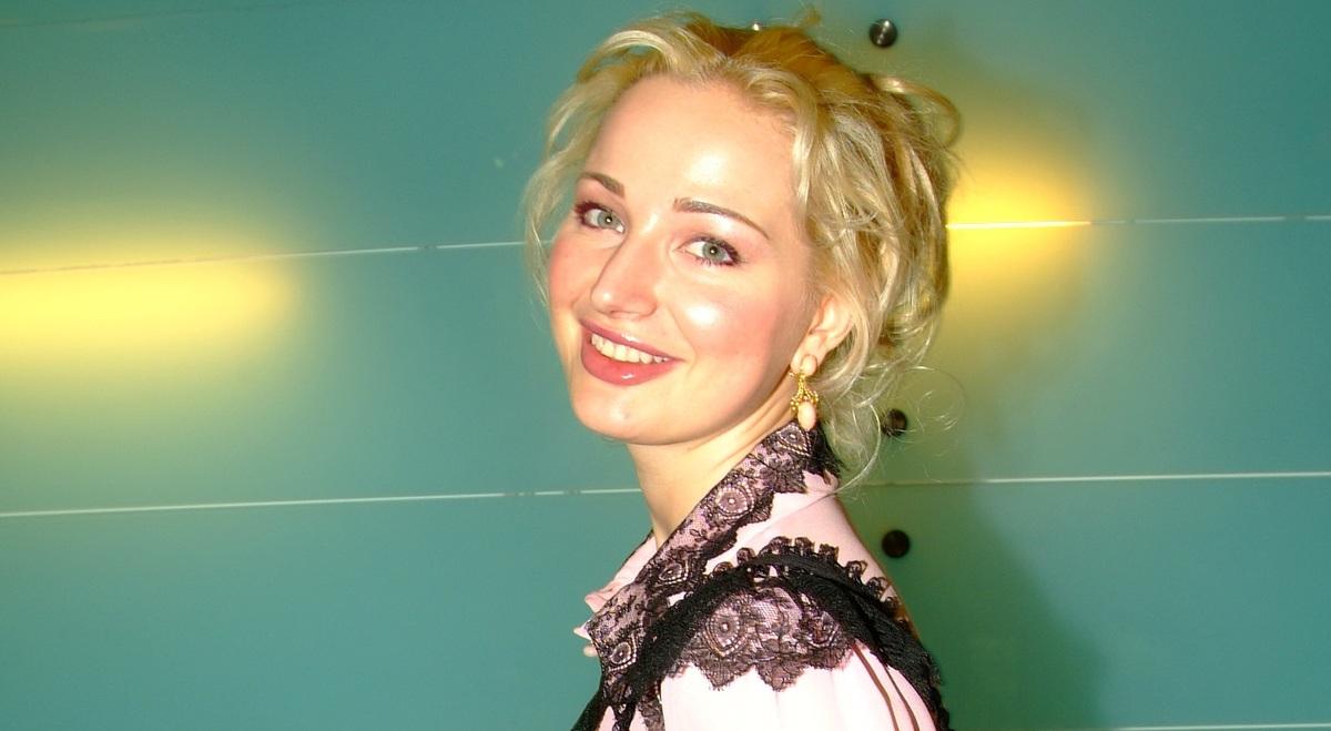 «Волосы оставались на подушке»: Максакова вспомнила, как лысела из-за стресса