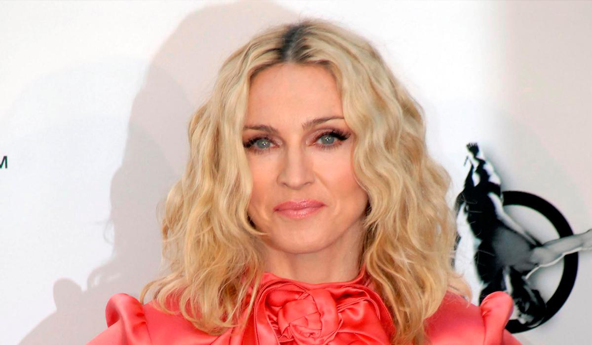 Во все тяжкие: 62-летняя Мадонна выложила топлес-фото