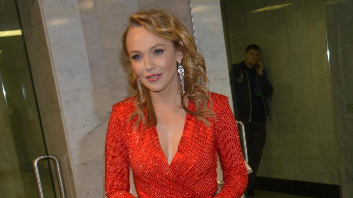 «Куда Меладзе смотрит?»: Джанабаева показала интимный процесс кормления грудью