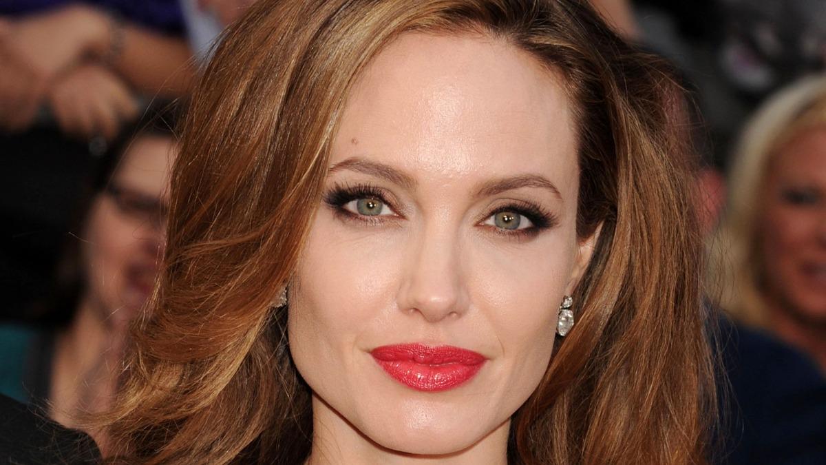 «Вновь бешено сексуальна»: Джоли завершила траур по разводу с Питтом резкой сменой имиджа