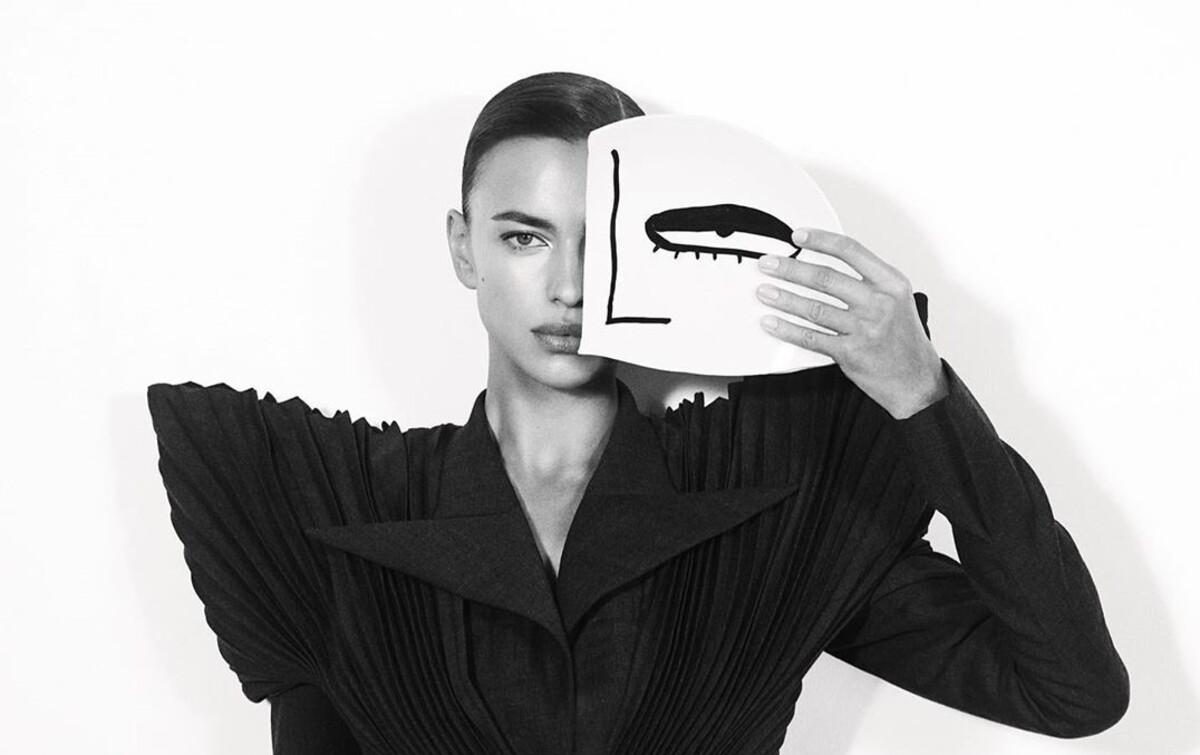 Ирина Шейк дала интервью Vogue на русском языке и спела песню «Руки вверх!»