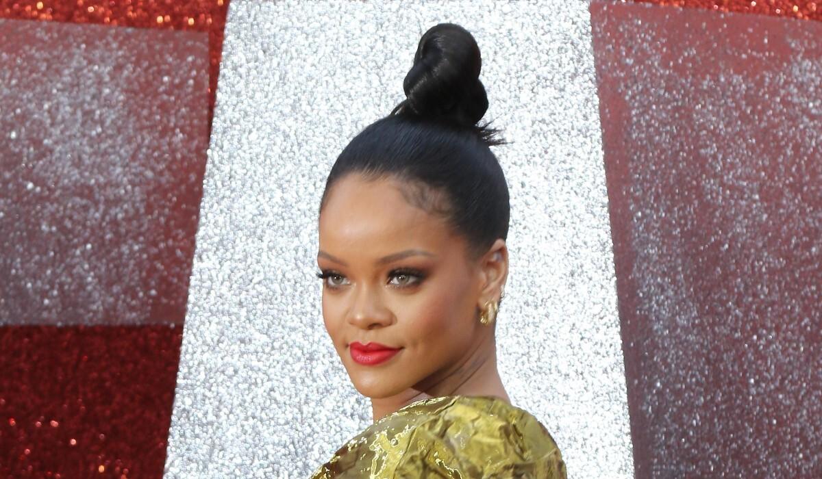 Модный бренд Рианны Savage X Fenty оценили в 1 миллиард долларов