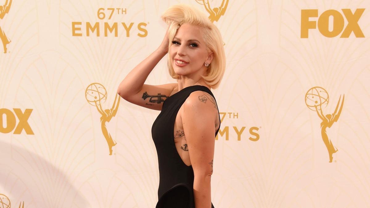 «Нетрезвая?»: Леди Гага подразнила непривычно смелым фото в крошечном бикини