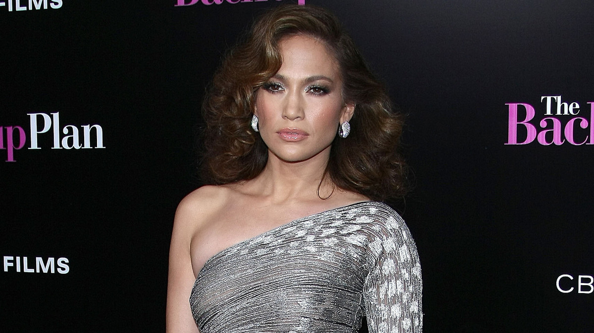 «Baby face»: Лопес показала лицо без макияжа и фотошопа