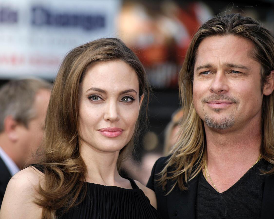 Делят не только детей: Джоли и Питт будут судиться из-за винодельни