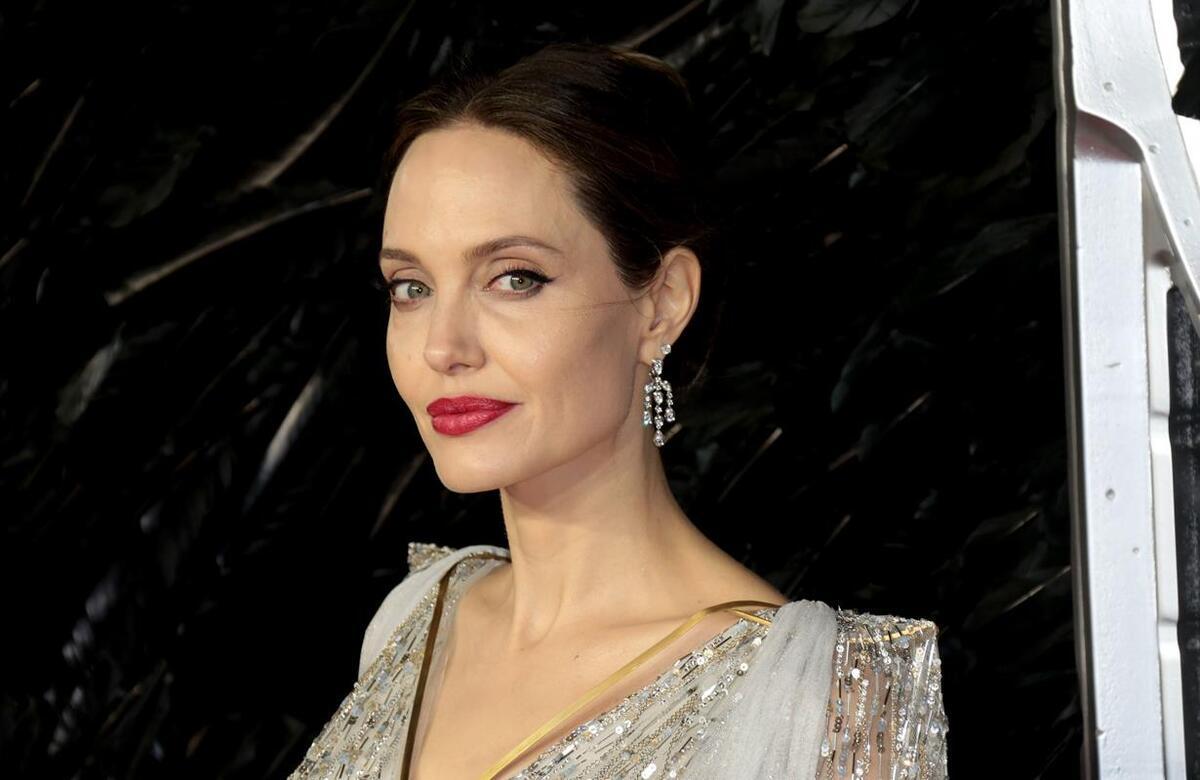 Впервые за долгое время: Анджелина Джоли поразила фанатов безупречным образом