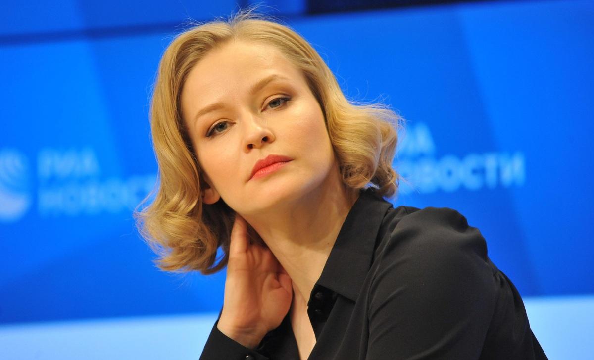 «Невероятная любовь»: Юлию Пересильд довели до слез радости в Каннах