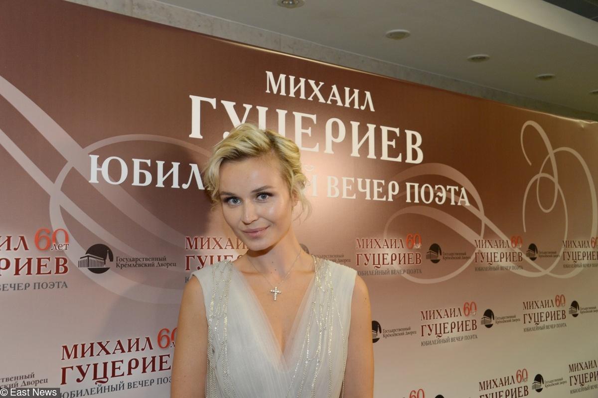 «Она давно с ним близка»: Полине Гагариной приписали роман с концертным директором