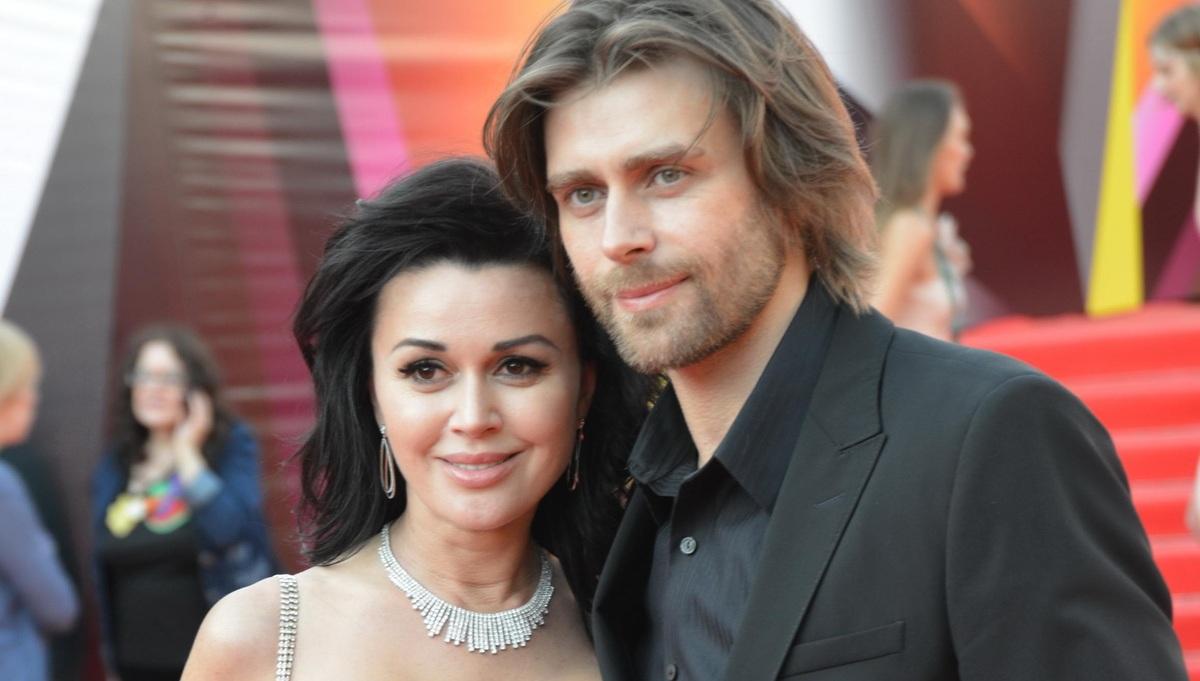 «Взял деньги — верни»: мужу Анастасии Заворотнюк грозит уголовка из-за долгов