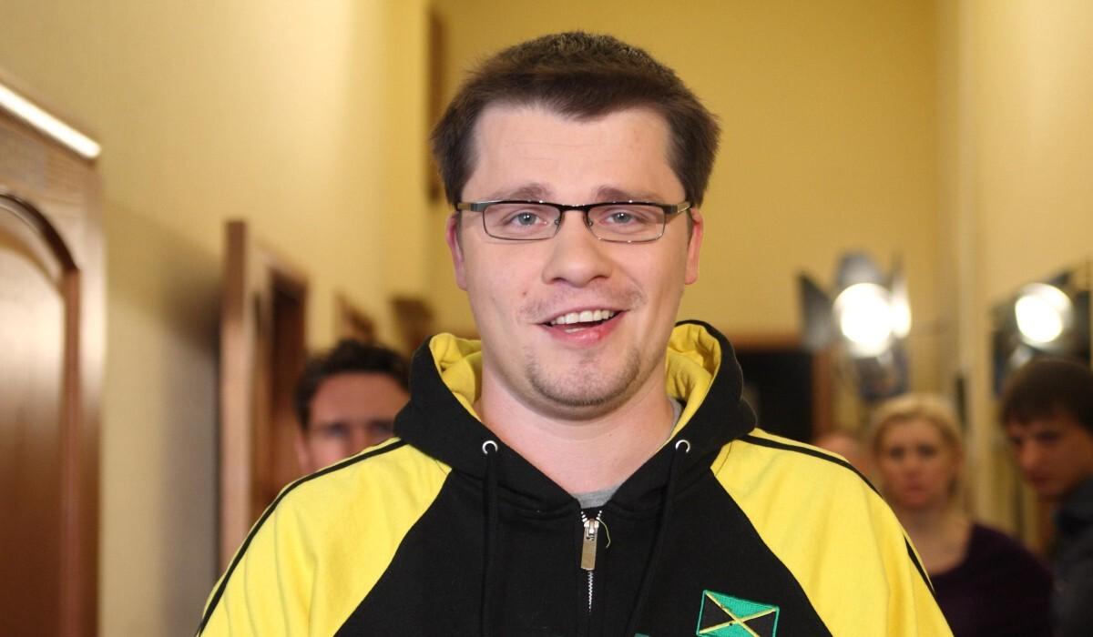 «Потрясающий рот!»: Харламов посмеялся над Гузеевой в «Давай поженимся!»