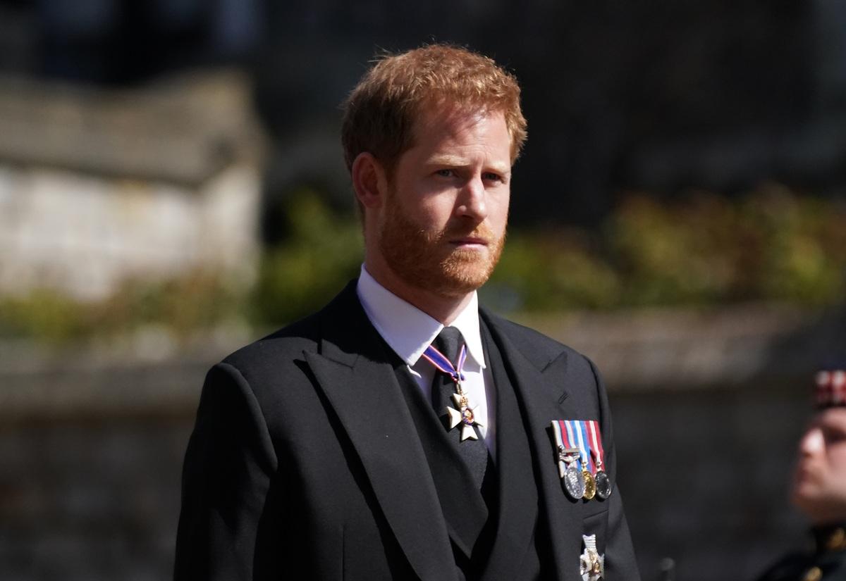 «Все равно, что с животными в зоопарке»: принц Гарри оскорбил бабушку-королеву в эфире радио