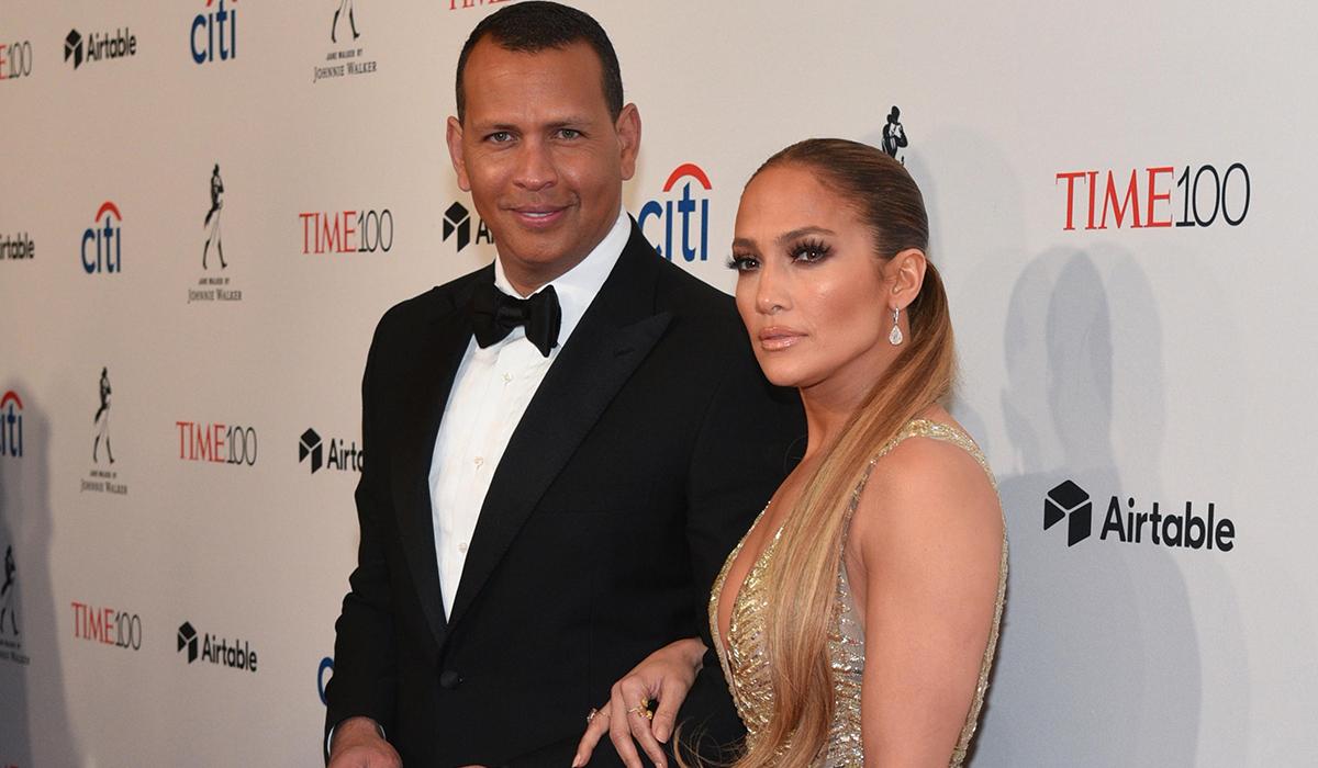 Дженнифер Лопес пытается сохранить отношения с женихом: «Он очень старается»