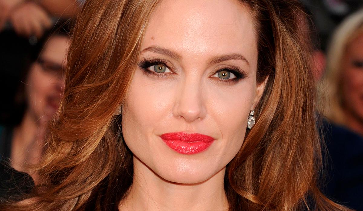 Анджелина Джоли вооружается топором на кадрах «Тех, кто желает мне смерти»