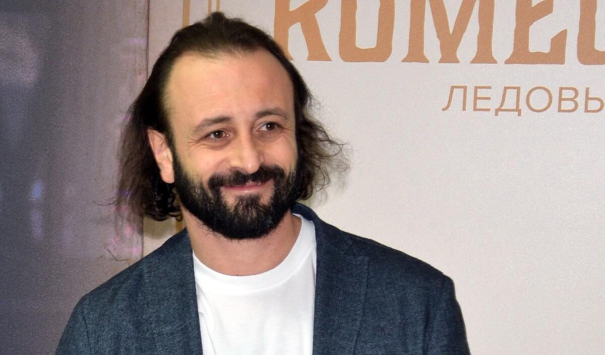 В театр с мачехой: сын Ильи Авербуха вышел в свет с отцом и Лизой Арзамасовой