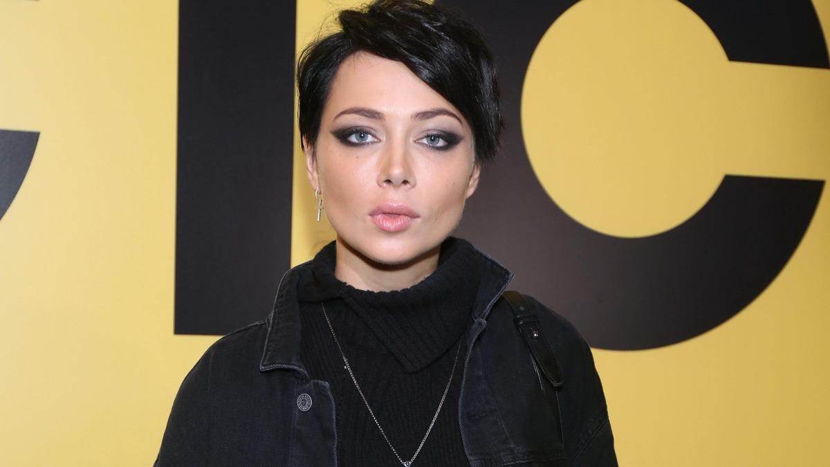 «Женюсь»: образ сексапильной леди Димитреску заставил фанатов Самбурской ахнуть от восторга