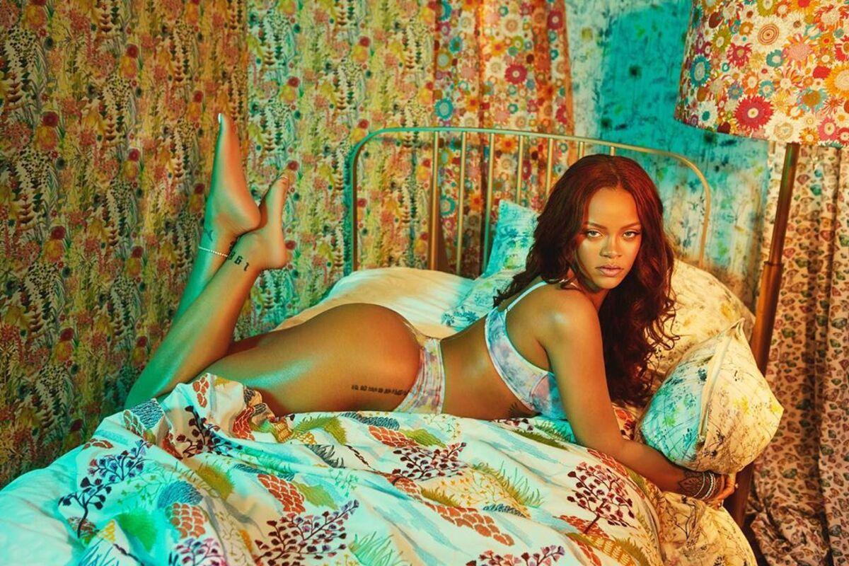 Фото: Рианна в рекламной кампании нижнего белья Savage X Fenty