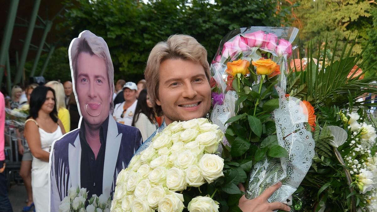 Незнакомцы за стеклом: Басков стал ведущим таинственного шоу