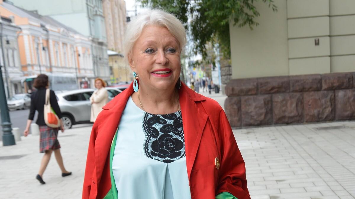 «Им это не нужно»: оказавшаяся в беде вдова Караченцова «обрушилась» на театр