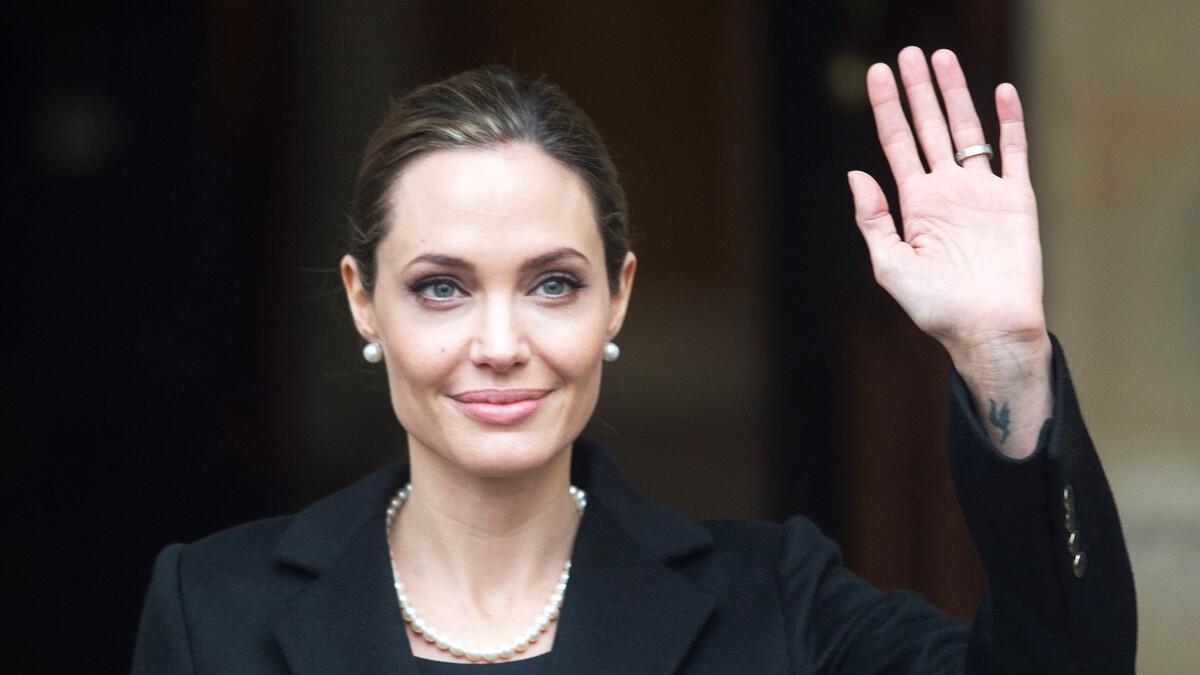 От Джоли до Pussycat Dolls: звезды, пойманные на лжи за руку