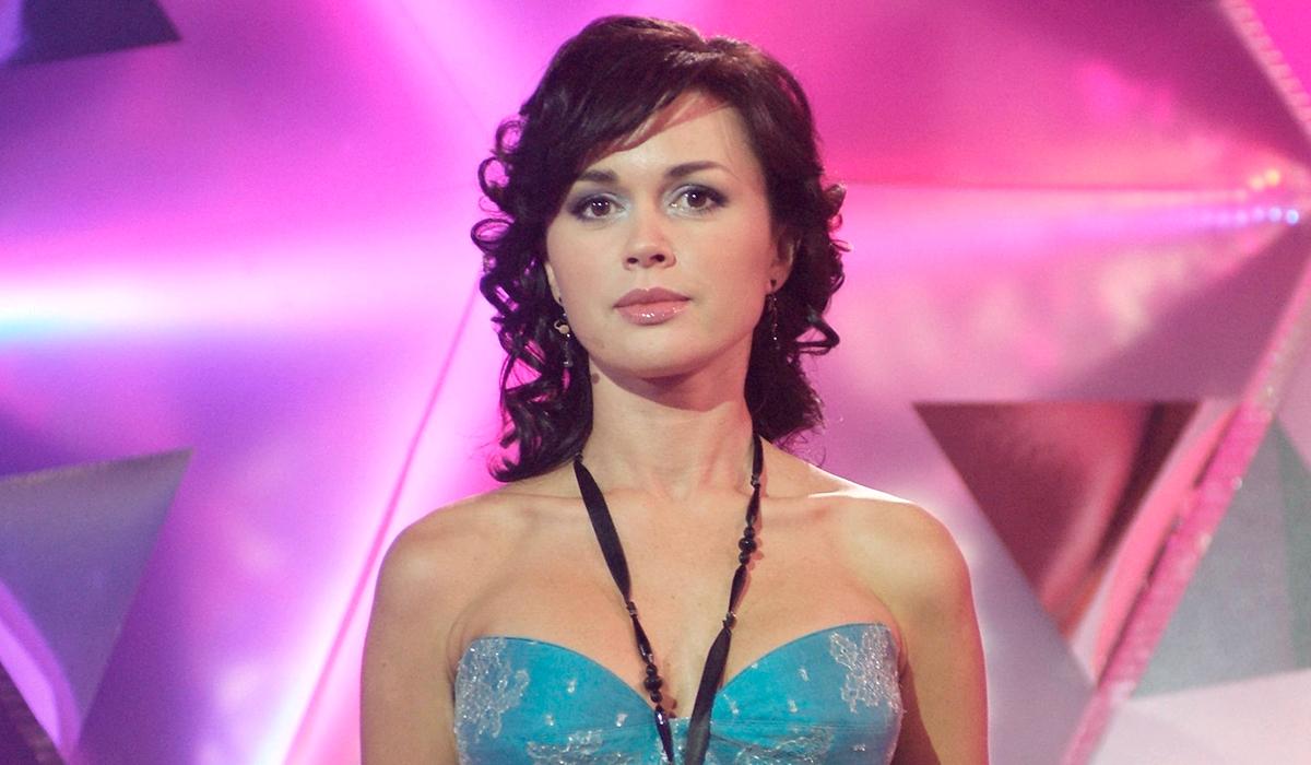 Налоговая закрывает фирмы больной раком Анастасии Заворотнюк