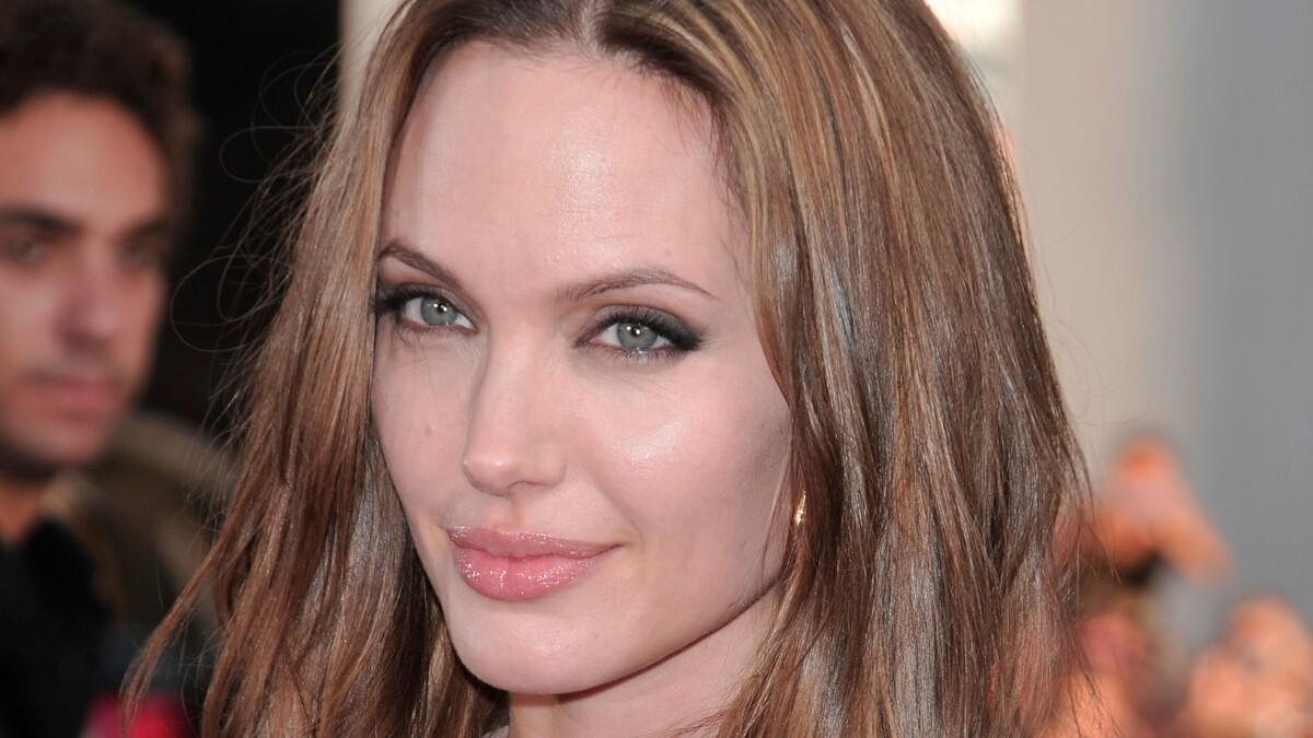 «Окончательно довела себя»: Джоли сравнили с «трупом невесты»