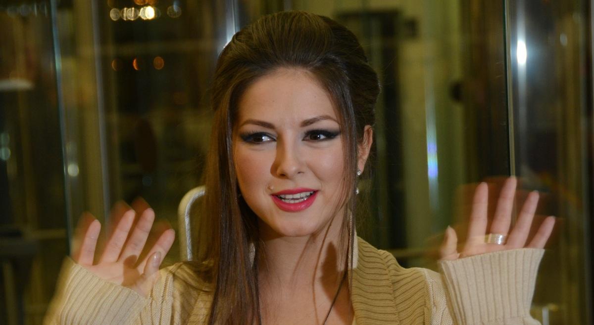 «Переусердствовать не стоит»: беременная певица Нюша «ударилась» в йогу