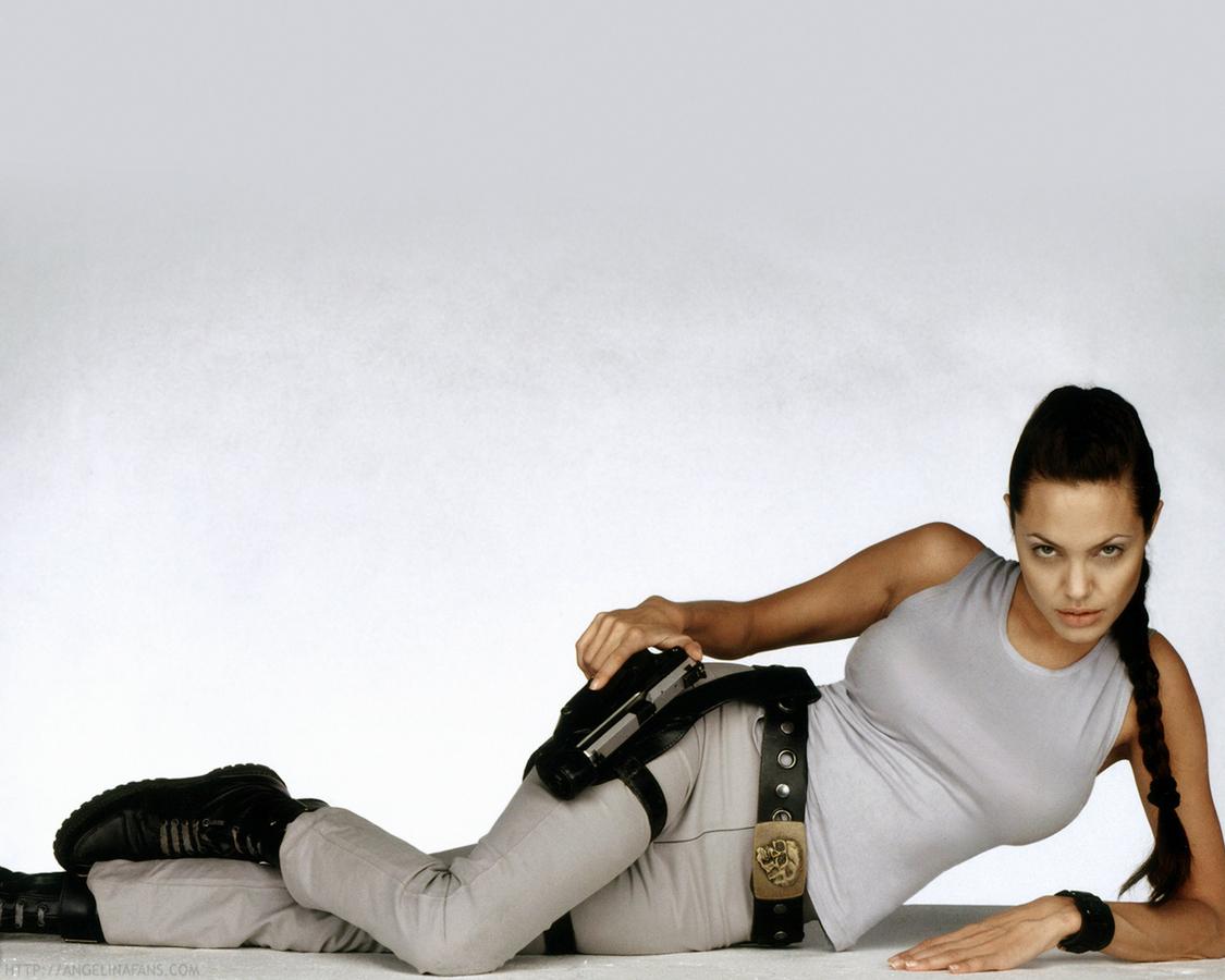 Малефисента или Лара Крофт? Этот тест покажет, на кого из героинь Анджелины Джоли ты похожа