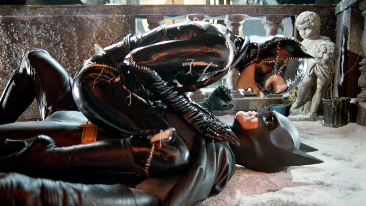 В фильме «Бэтмен возвращается» 1992 нашли отсылку к Флэшу