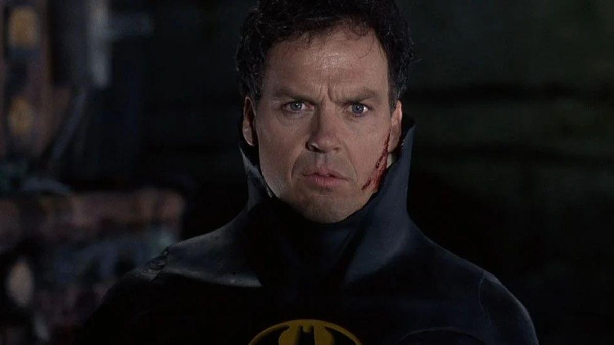 Майкл Китон снова Бэтмен: режиссер «Флэша» порадовал фанатов снимком