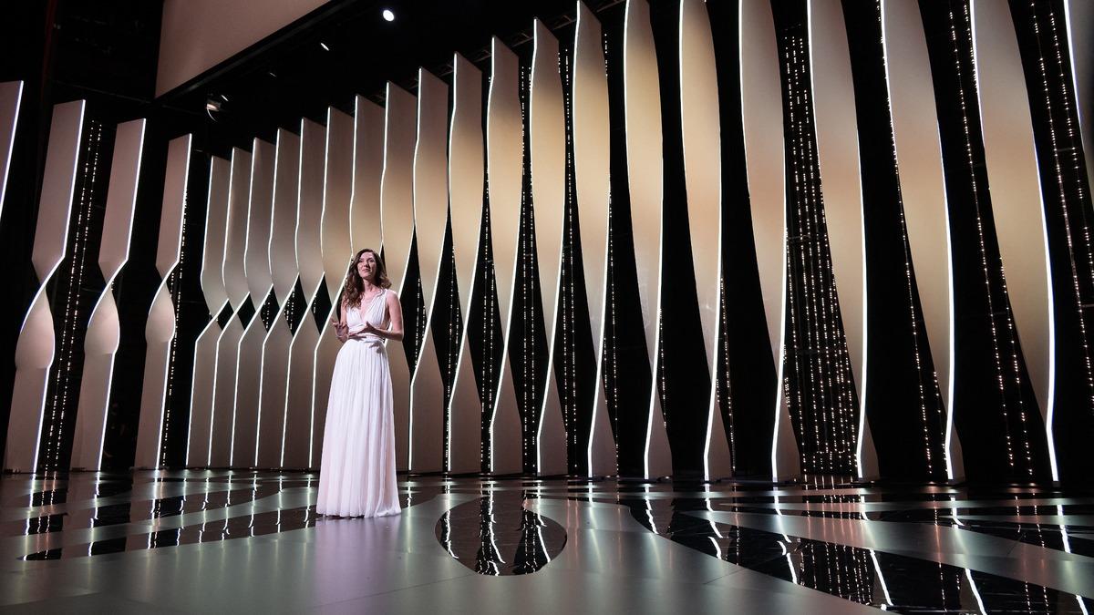 Не пытайтесь повторить: самые нелепые наряды Каннского кинофестиваля прошлых лет