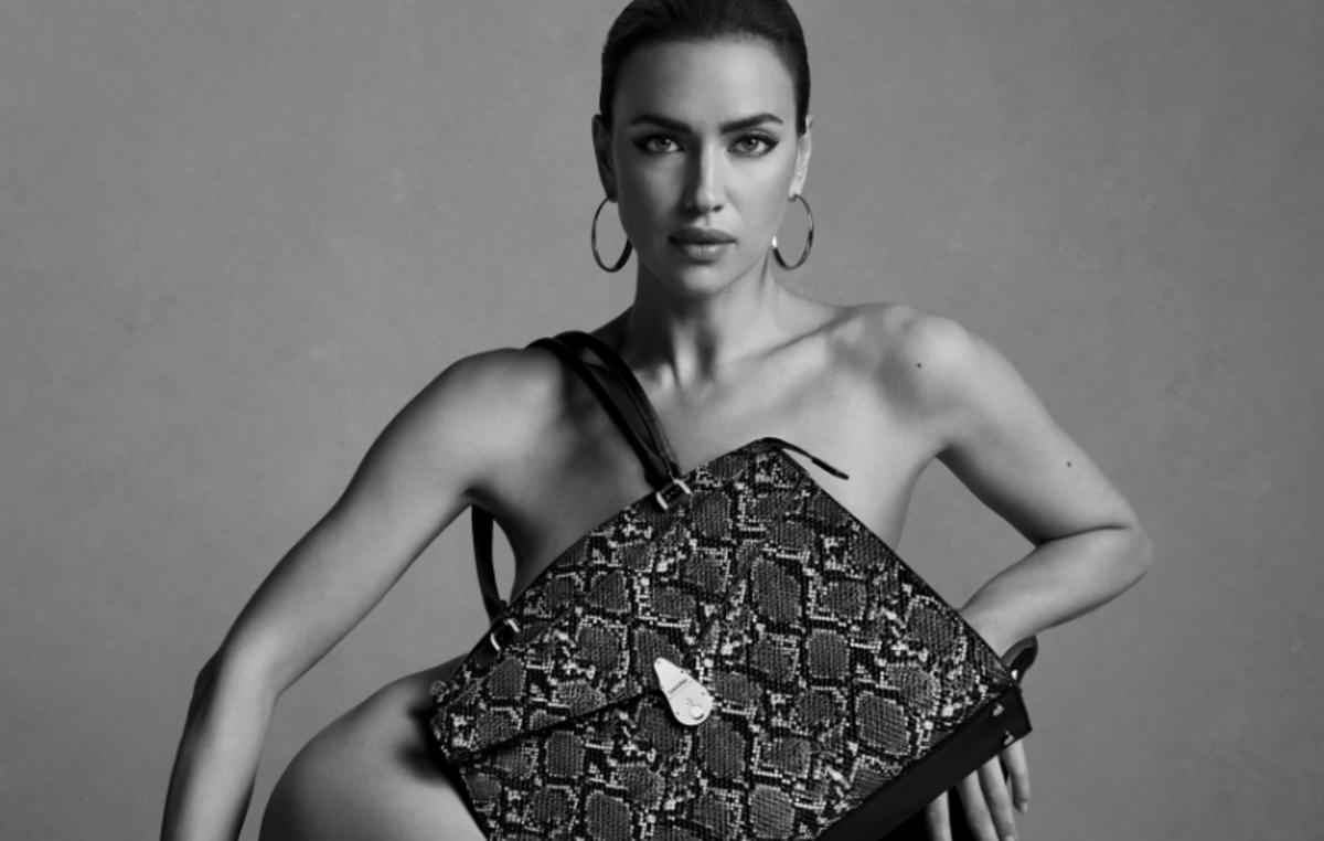 Ничего, кроме сумок: Ирина Шейк в смелой рекламной кампании Calvin Klein