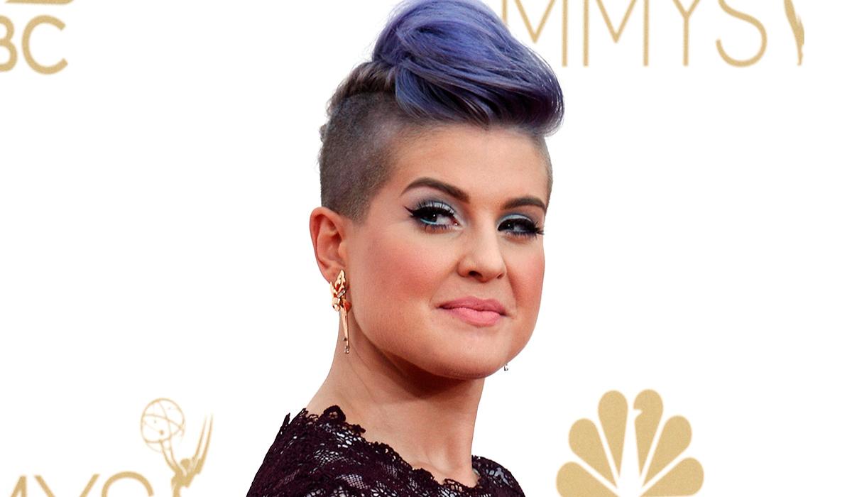 «Моя вина»: Келли Осборн надела «пиратскую» повязку, потому что поранилась во время макияжа