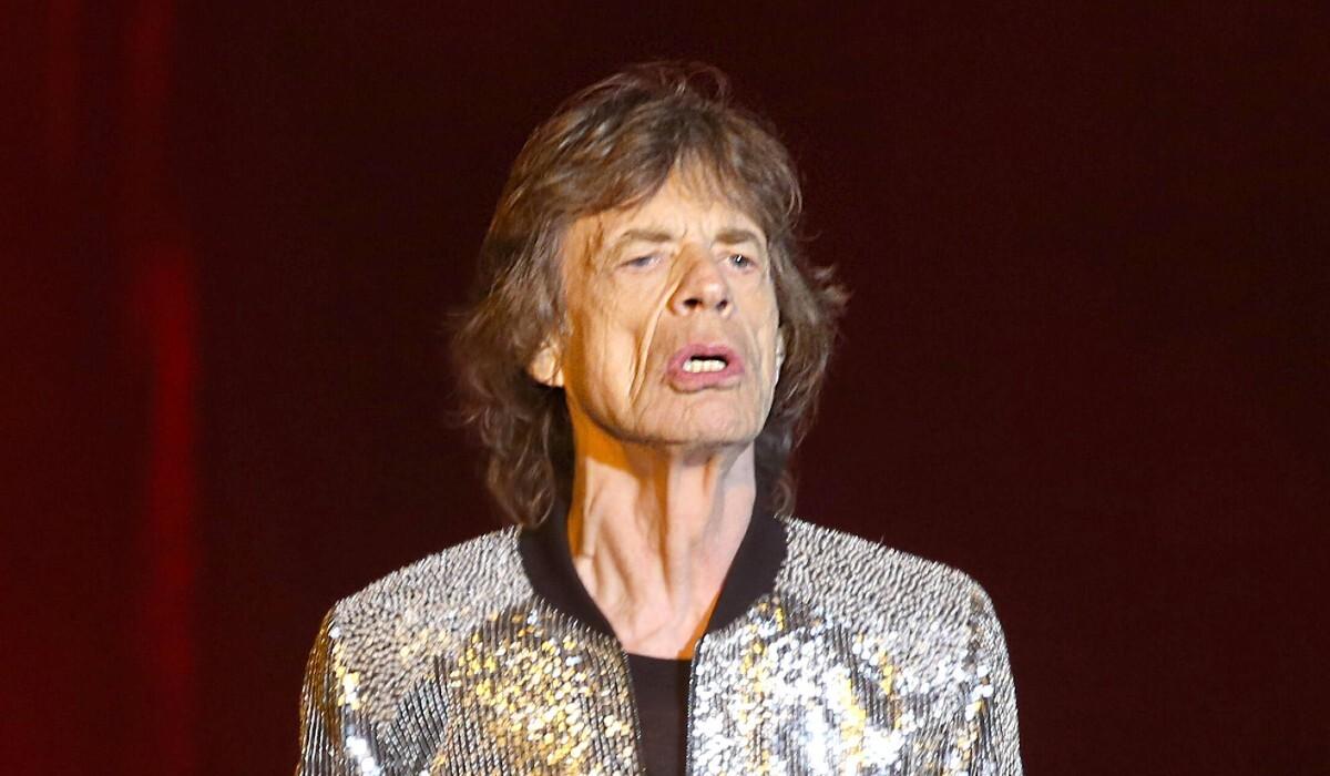 Солист The Rolling Stones высмеял антипрививочников в новой песне