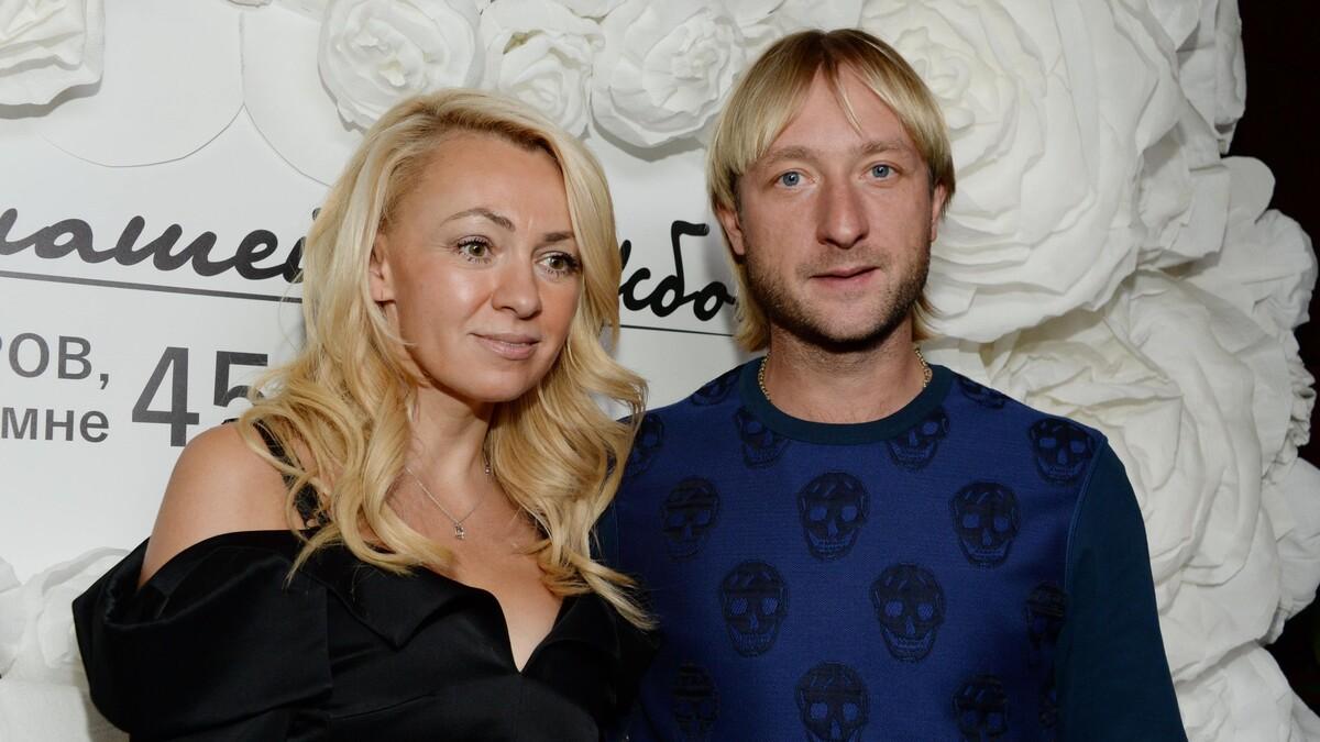 «Флиртует в открытую»: Плющенко подозревают в изменах с мужчиной