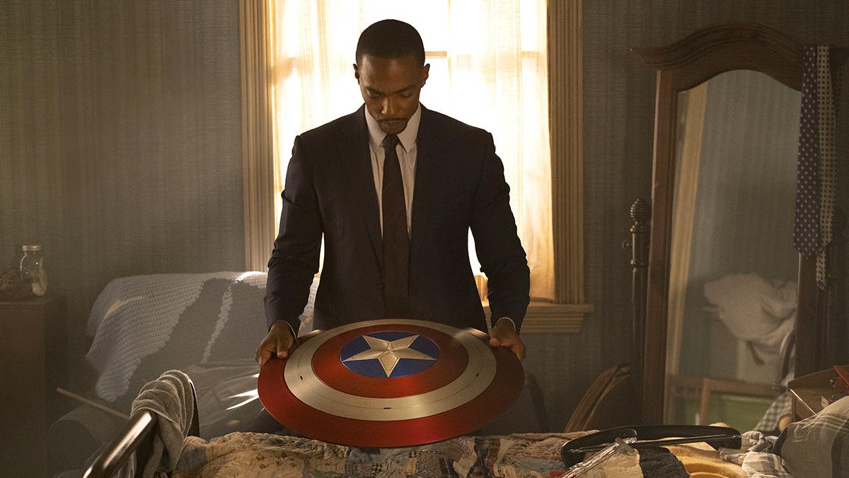 Сцена из «Сокола и Зимнего Солдата» о зарплате Мстителей вызвала дискуссии внутри Marvel Studios