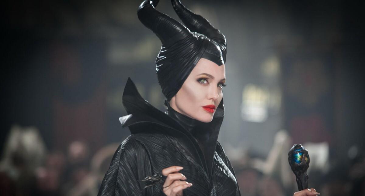 «Отказался подходить»: ребенок принял Анджелину Джоли за злую ведьму