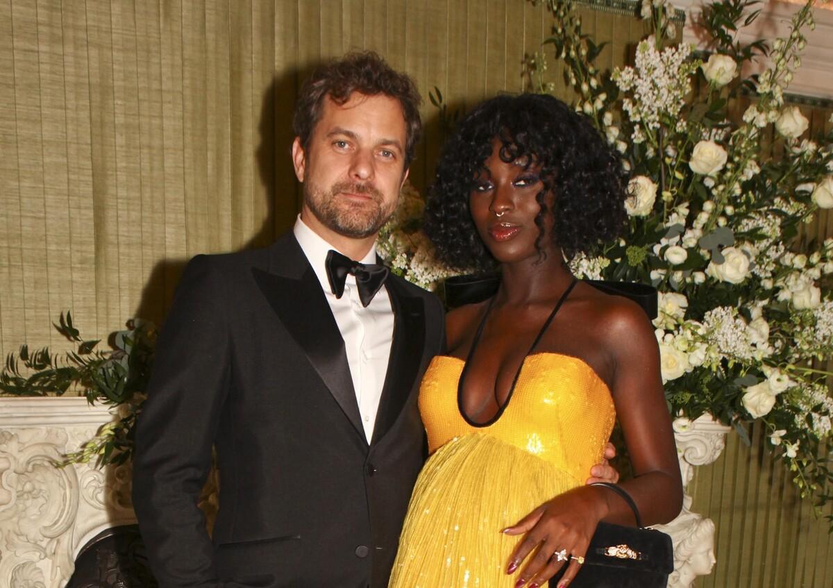 Жену Джошуа Джексона раскритиковали за «беременное» фото