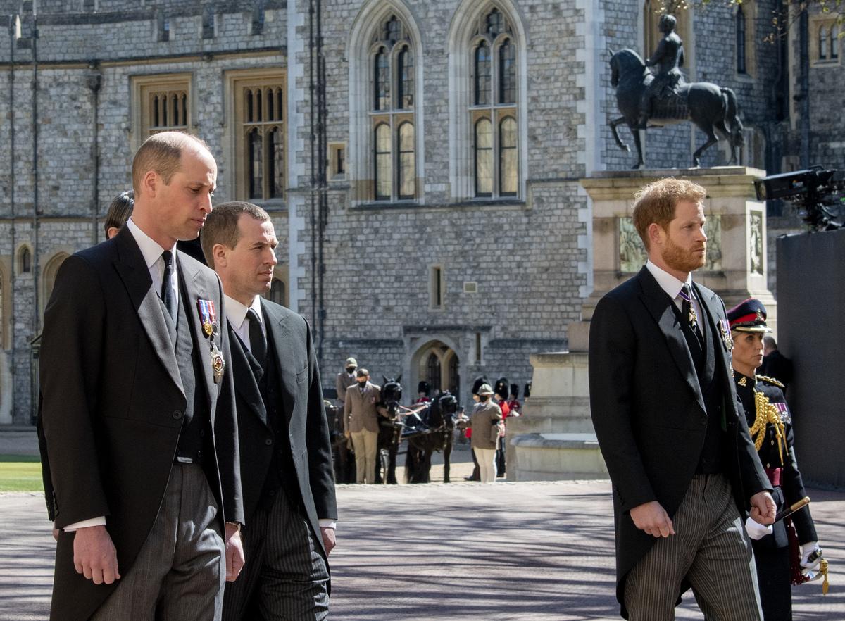 Принц Гарри отложил возвращение в США после похорон принца Филиппа, чтобы побыть с семьей