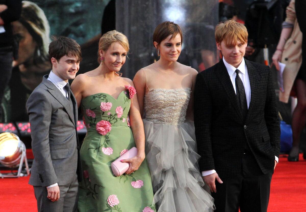 Фанаты «Гарри Поттера» отвернулись от Джоан Роулинг из-за ее критики трансгендеров