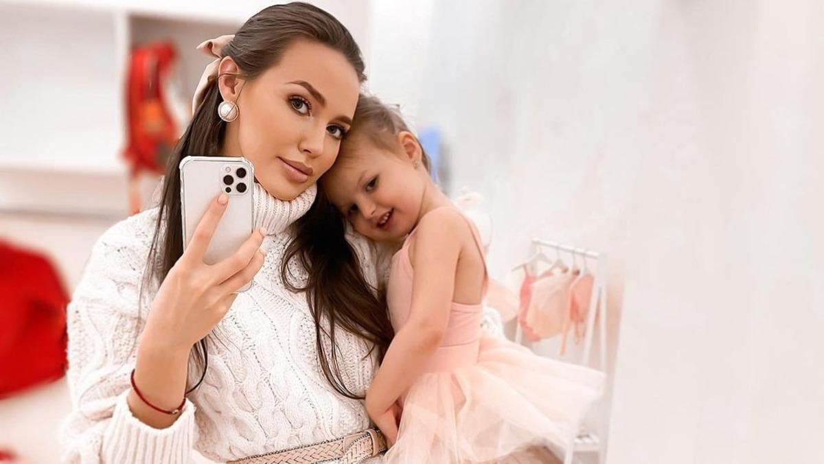 «Фальшь так и сквозит»: засветившая живот в бикини Костенко возмутила Сеть