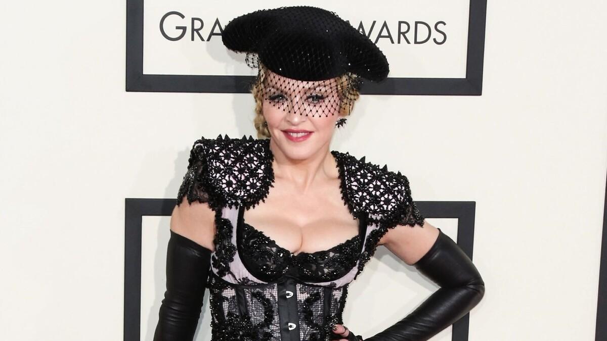 Все бывает в первый раз: 62-летняя Мадонна показала татуировку в честь детей