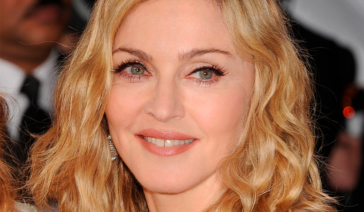 Мадонна покрасовалась с «красивым» шрамом после операции в одном белье