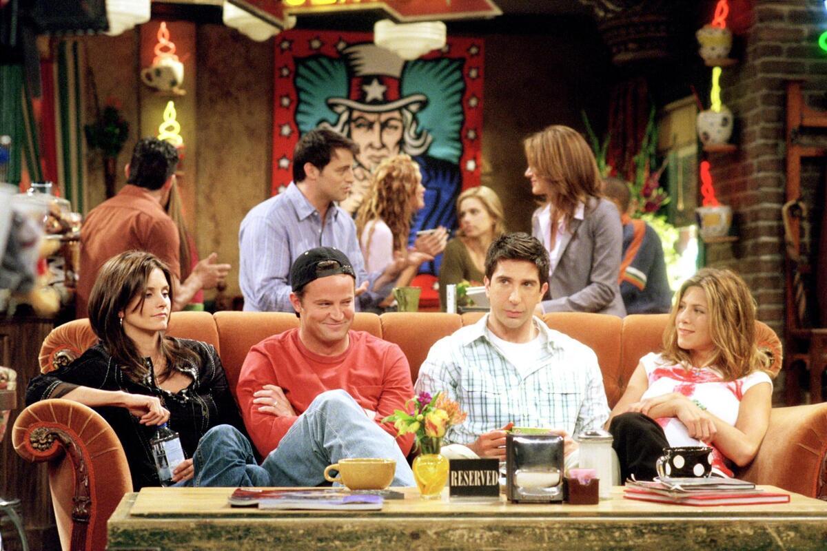 Дэвид Швиммер дал отпор критикам «Друзей», обвиняющим сериал в расизме, сексизме и гомофобии