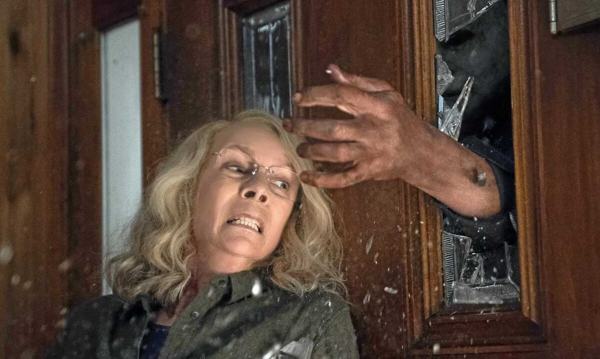 Звезда «Хэллоуин убивает» поделилась «кровавым» видео со съемок фильма