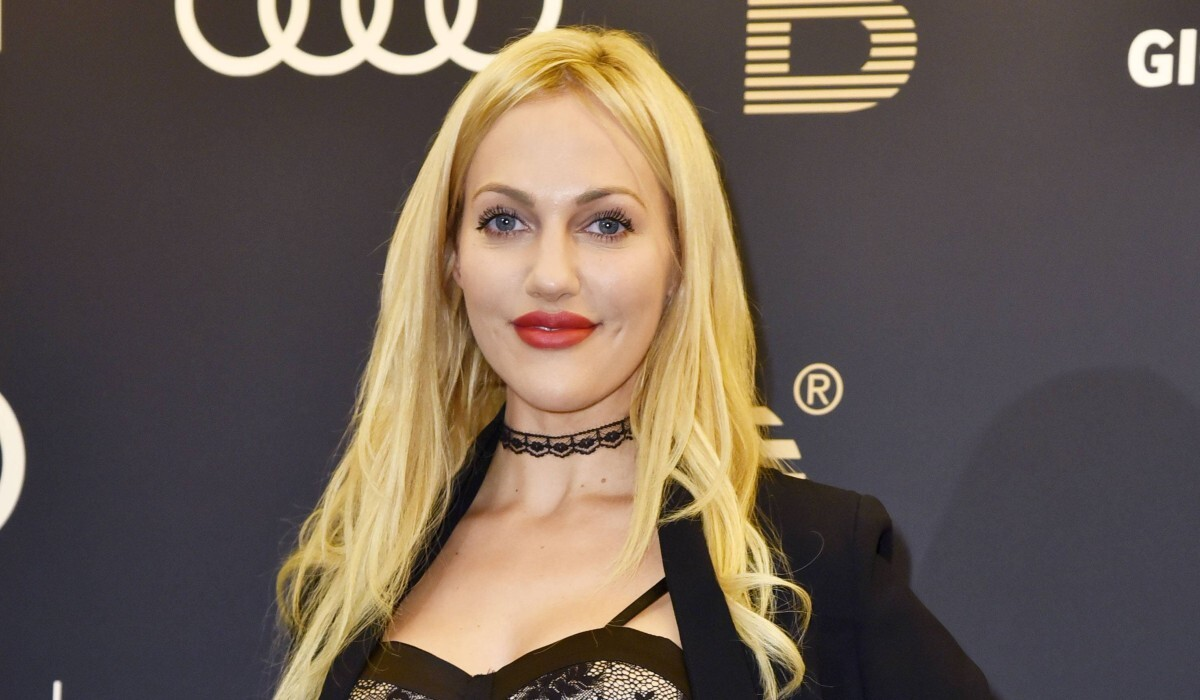 Звезда «Великолепного века» Мерьем Узерли впервые показала лицо 4-месячной дочери