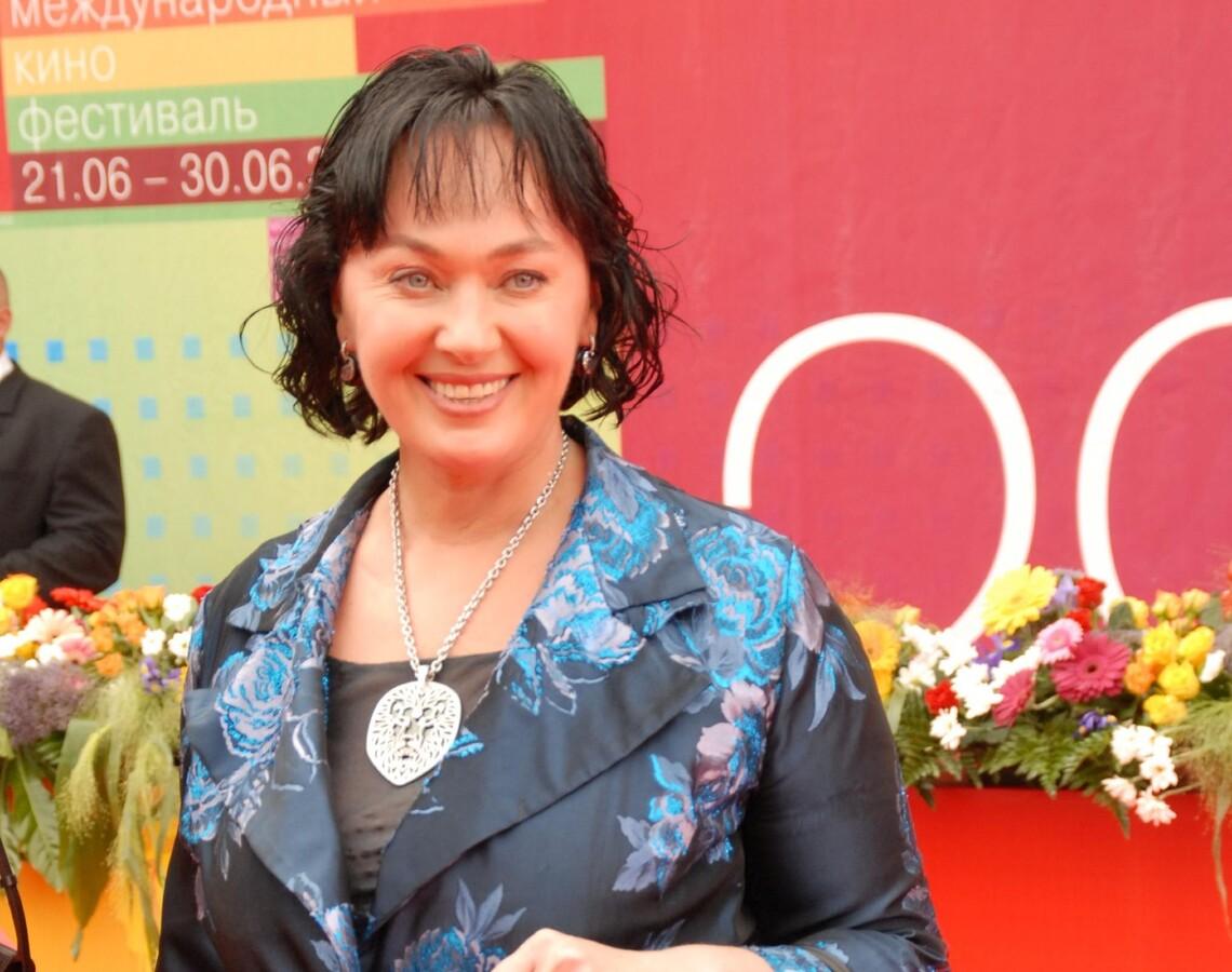 «Ошпарьте мои глаза святой водой»: фанаты Ларисы Гузеевой не поскупились на комплименты новому фото